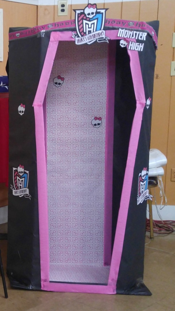Monster High Dance Party Dress Up Photo Booth